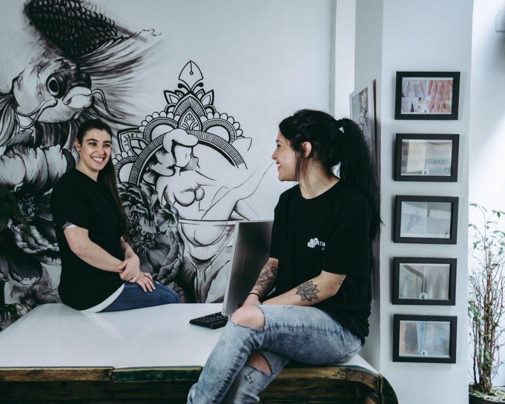 Tamara y Leticia, responsables del centro de eliminación de tatuajes, Tatualia Chueca