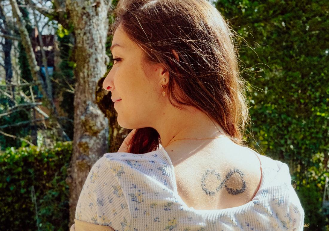 La historia del tatuaje de Mónica en Tatualia Chueca