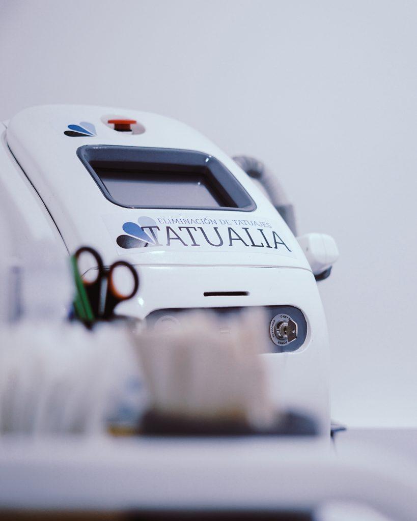 Máquina láser de eliminación de tatuajes en Tatualia Chueca